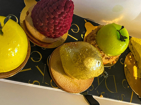 Stroll around Delysées Luxury Desserts (Leslieville)