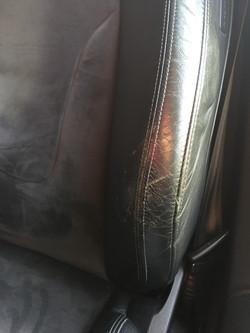 Siège cuir noir à rénover