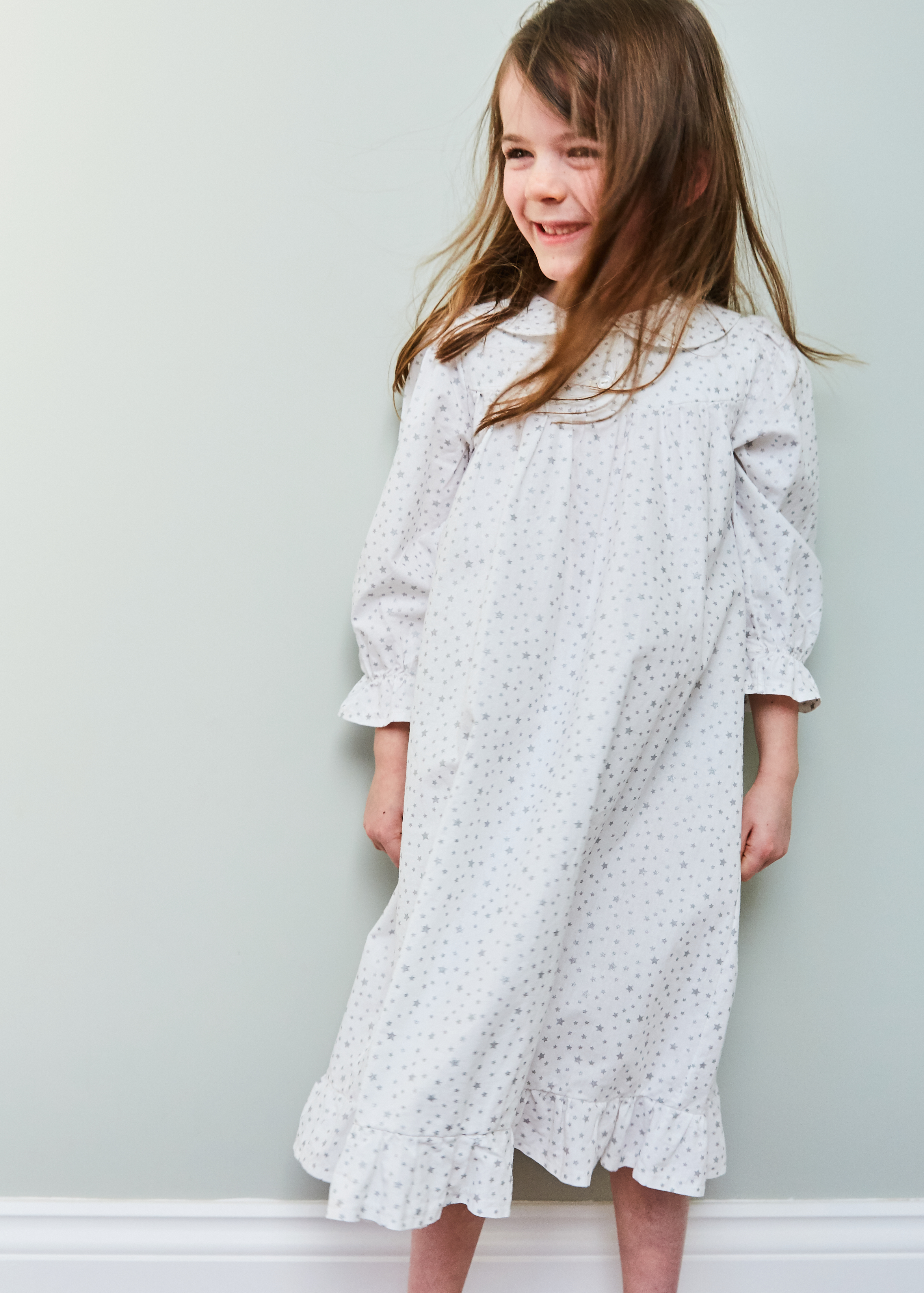 Nightie in silver stars on white