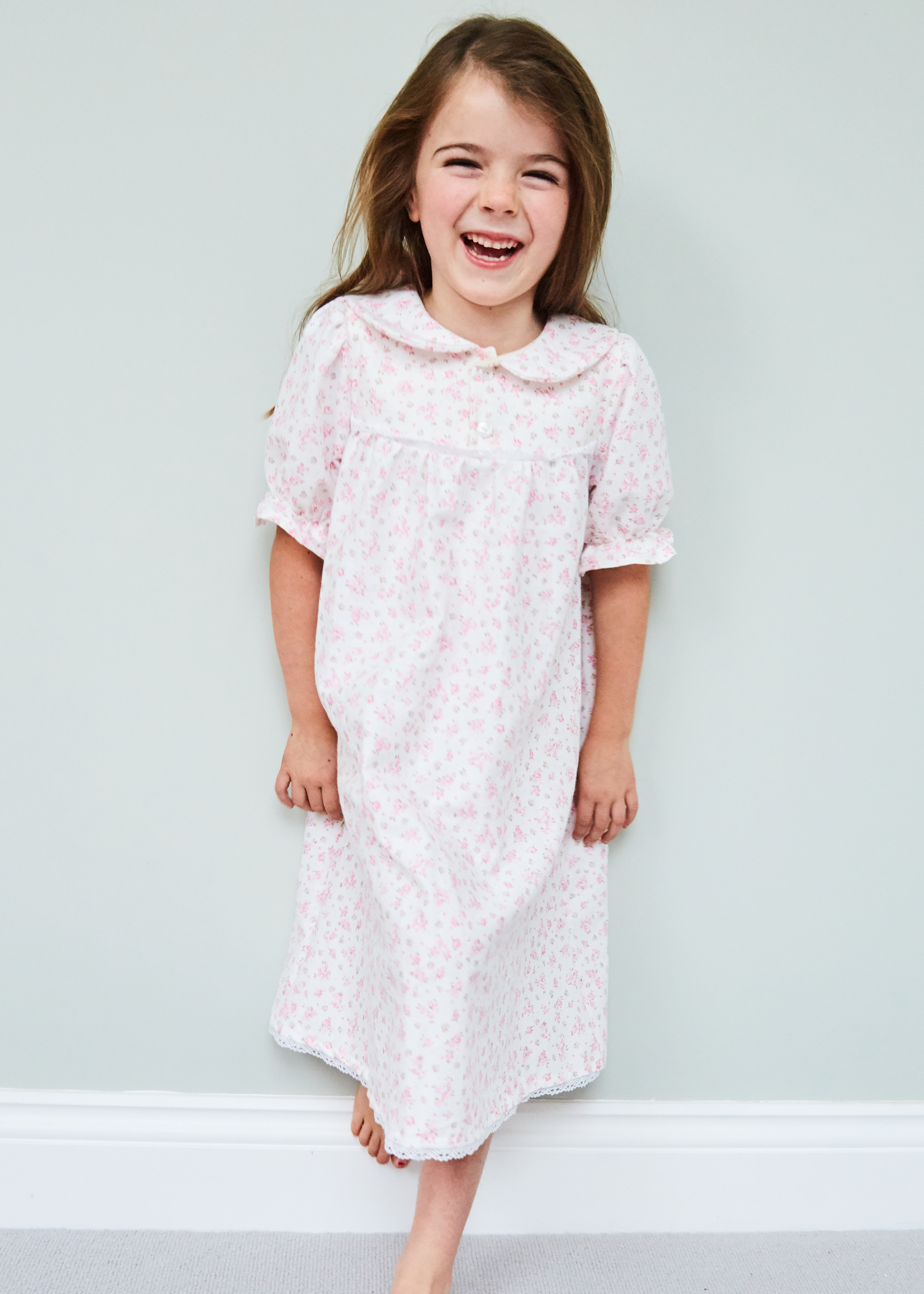 Nightie in tiny pink rose bud print
