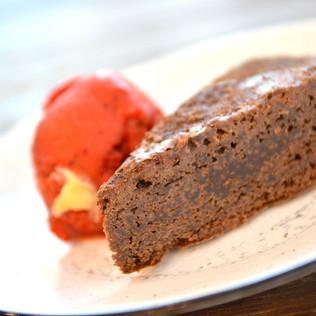 Moelleux au chocolat et sorbet fraise