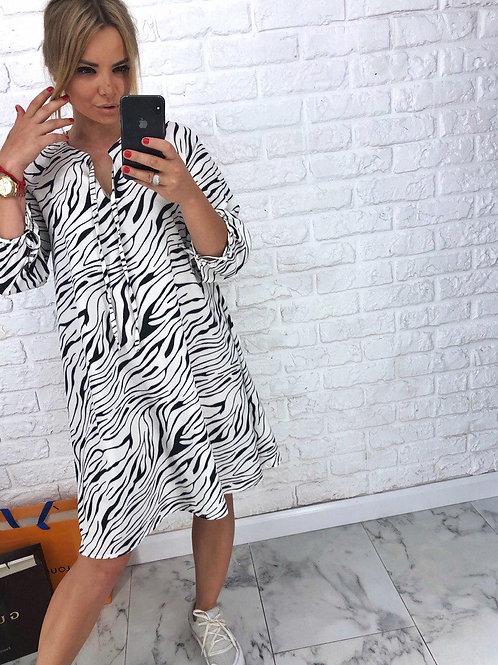 Легкое платье свободного покроя