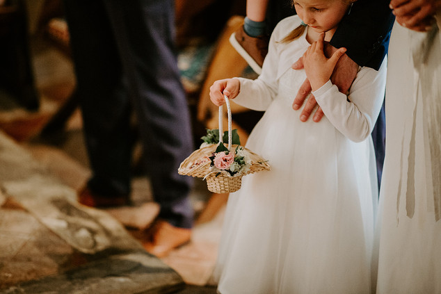 Flower girl basket of confetti