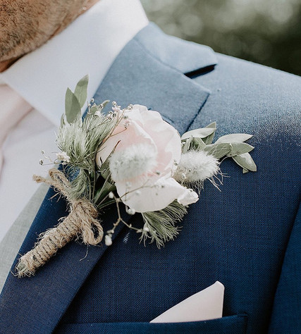 Rustic buttonhole for the Groom