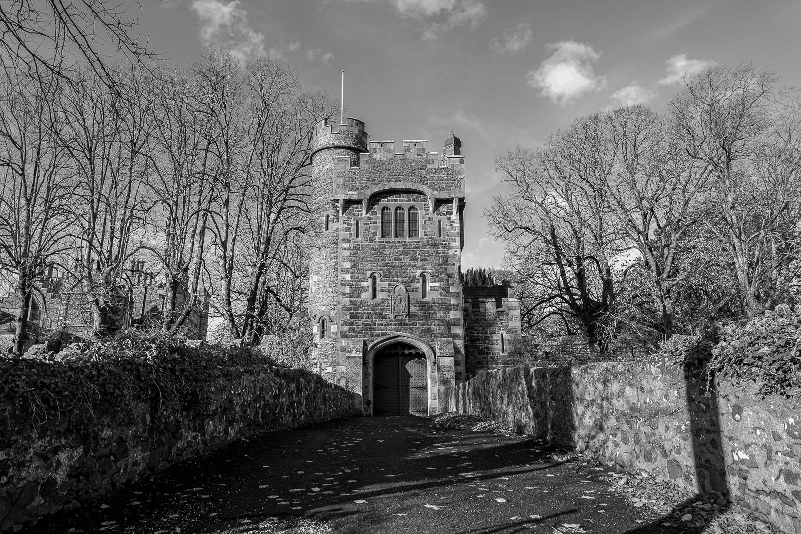 MONO - Glenarm Gate by Derek Kane (8 marks)