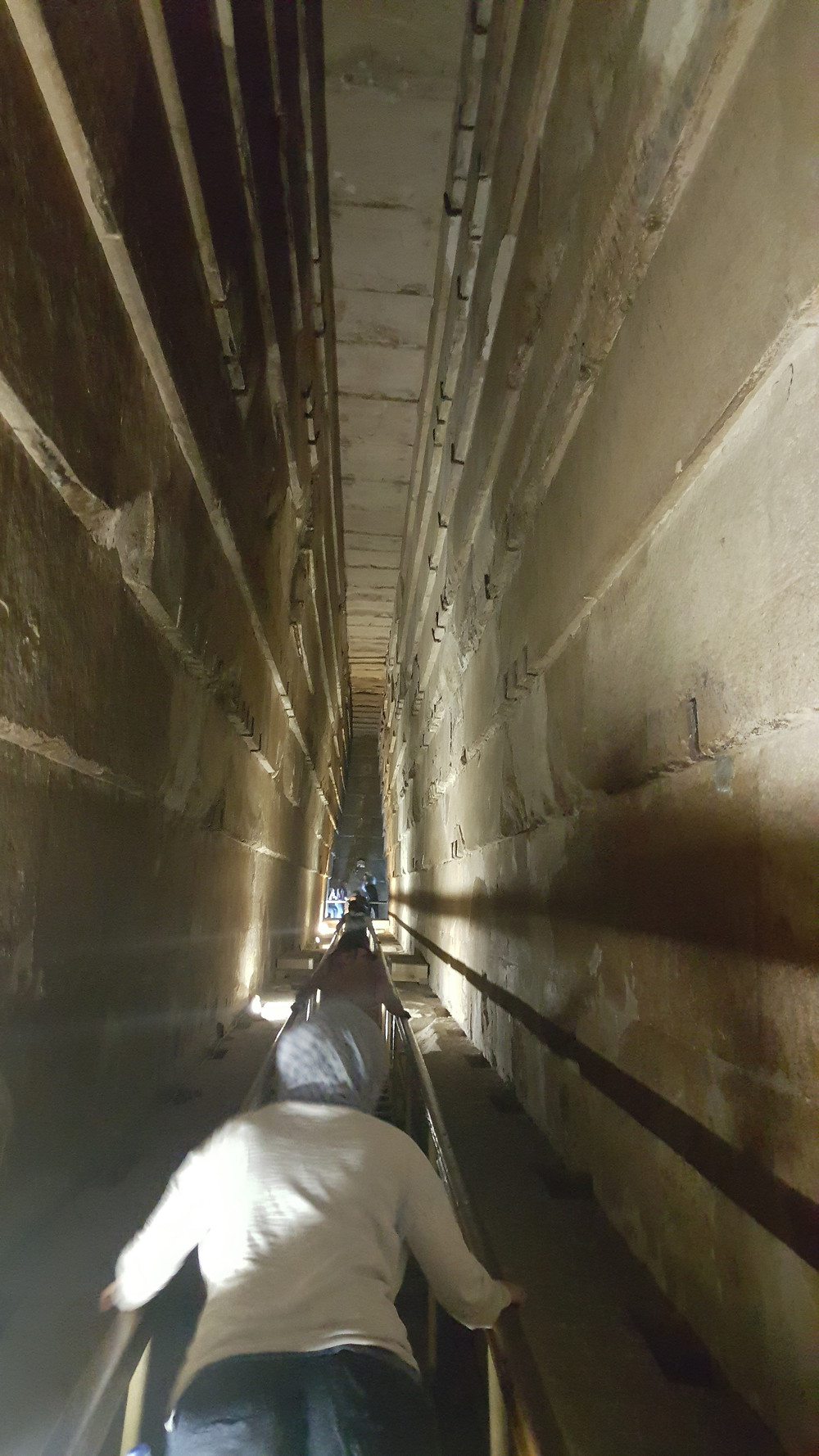 Dans la pyramide ..grnade galerie de 49 m