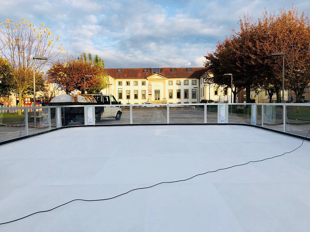 Praça da República em Ponte da Barca transforma-se em pista de gelo no Natal | Peneda Gerês TV