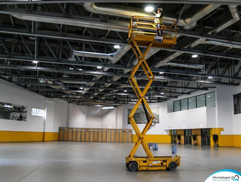 Município de Montalegre investe 75 mil euros em luminária LED no Pavilhão Multiusos | Peneda Gerês TV