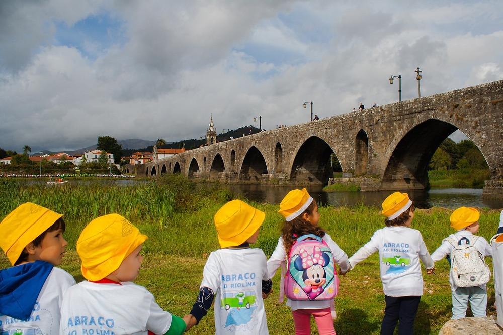 IX Abraço ao Rio Lima juntou cerca de 1000 crianças | Peneda Gerês TV