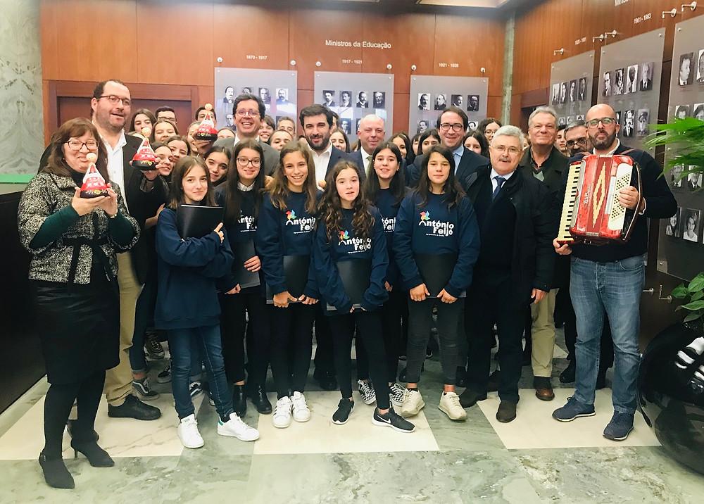 Alunos de Ponte de Lima cantam as Janeiras no Ministério da Educação | Peneda Gerês TV