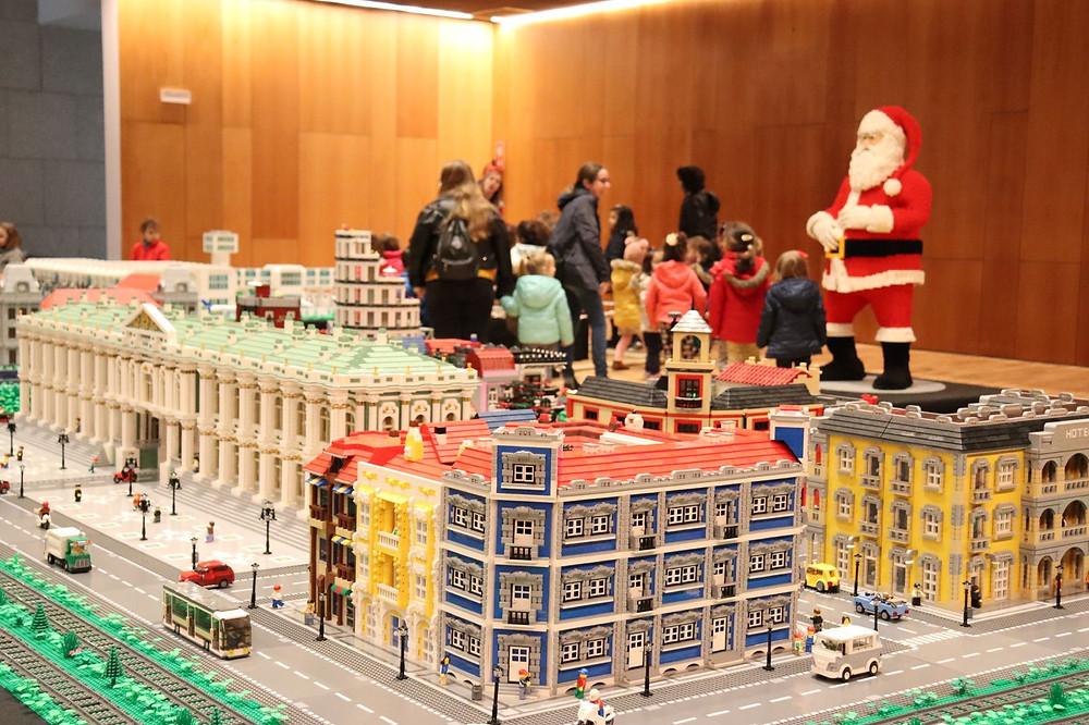 A espetacularidade das coloridas peças LEGO® voltam a encantar o Natal em Paredes de Coura | Peneda Gerês TV