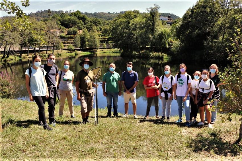 O Eco Voluntariado do Vez contou com a participação de 16 jovens, distribuídos por três tarefas: Limpeza e controlo de espécies invasoras, vigilância da natureza de bicicleta e vigilância da floresta.