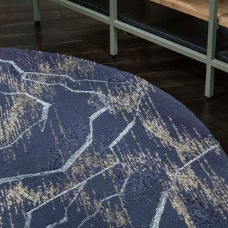 稲妻や地層の線をDenimで表現し、Woolと同色のリリアン糸を用い色に奥行きを持たせました。