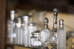 Koeiesteyn-zilveren-parfumflesjes