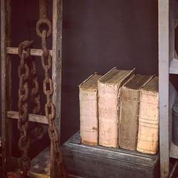 #antiques #koeiesteyn #statengeneraal #linen #rawmaterials #chain #ladder #rockanje #antiquebooks #b