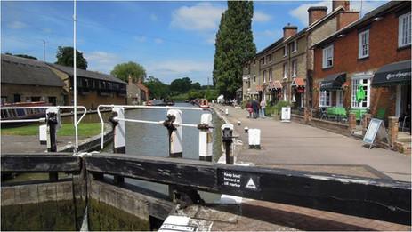 Stoke Bruerne Lock 14