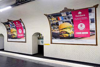 Pub Foodora dans le métro - Joy Forgas Deplanche Photographe copie.JPG