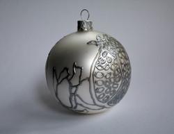 Новогодний серебристый шарик