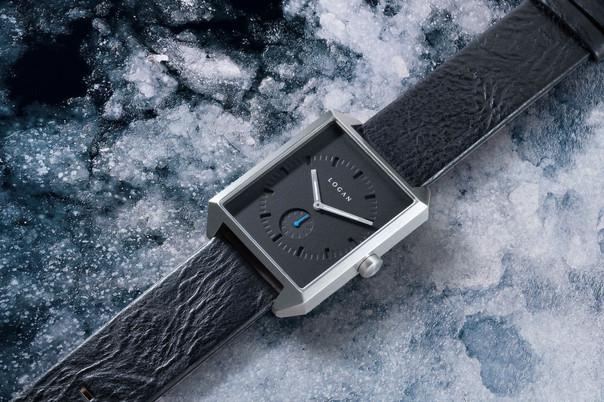 mockup logan silver-black on ice.jpg