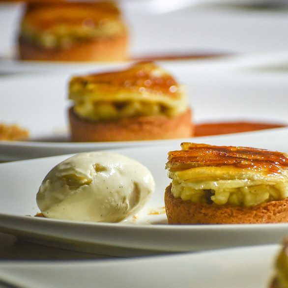 Banana tartare and caramelized - short bread - homade ice cream
