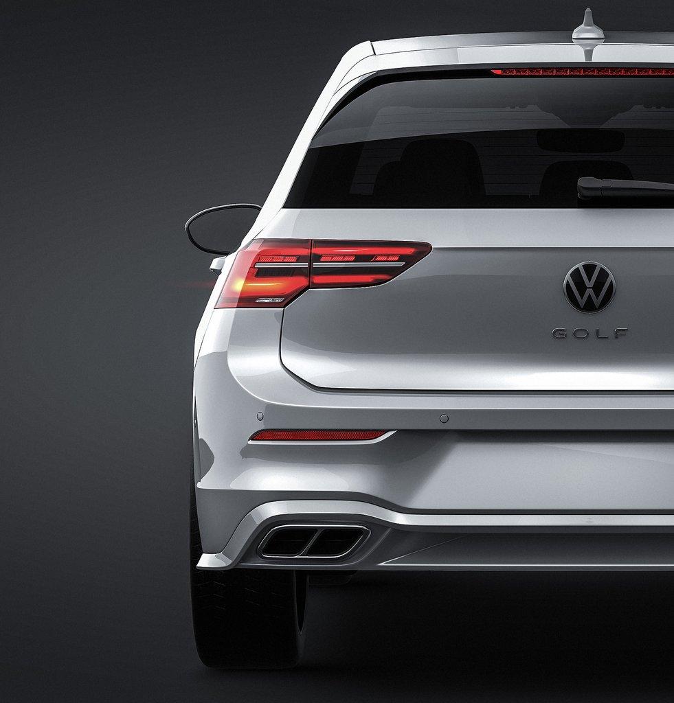 Volkswagen_Golf_5D_GTE_2020_6_1024x1024.