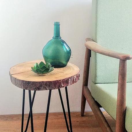 שולחן צד עץ טבעי עם רגלי ראש סיכה