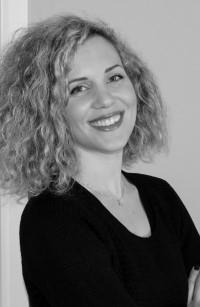 Μιλάμε με τη συγγραφέα Βίκυ Μωραγιάννη για τα βιβλία της