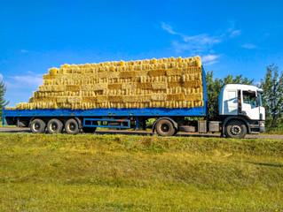 Тюки ячменю та пшениці