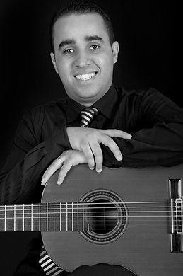 Nascido em São Paulo capital, teve contato com a música muito cedo, por nascer num berço musical. O primeiro encontro com o violão foi atravéz de seu pai, Mauro Ricci e também através dele teve o excesso a outros intrumentos como cavaquinho e flauta transv