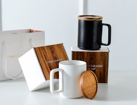 Ceramic cup with bamboo lid and box