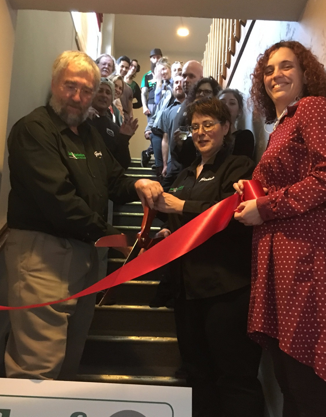 The big moment! Gordon and Michele (left to right in front) cut the ribbon to welcome the cannabis community to their new offices.