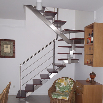 Guarda corpo para escada e estrutura central em aço inox