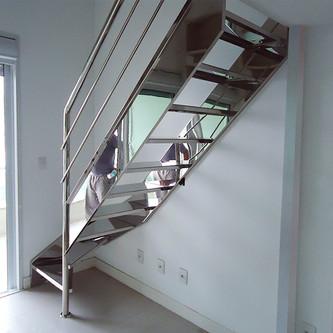 Escada e guarda corpo em aço inox