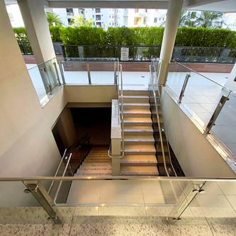 Guarda corpo de vidro e aço inox para escada e mezanino