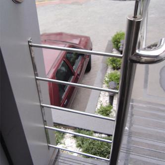 Guarda corpo com corrimão para escada padrão bombeiro em aço inox