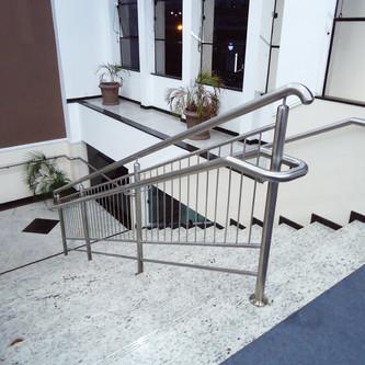 Guarda corpo com corrimão para escada em aço inox