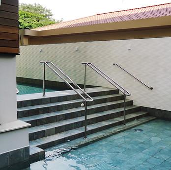 Corrimão para escada da piscina em aço inox