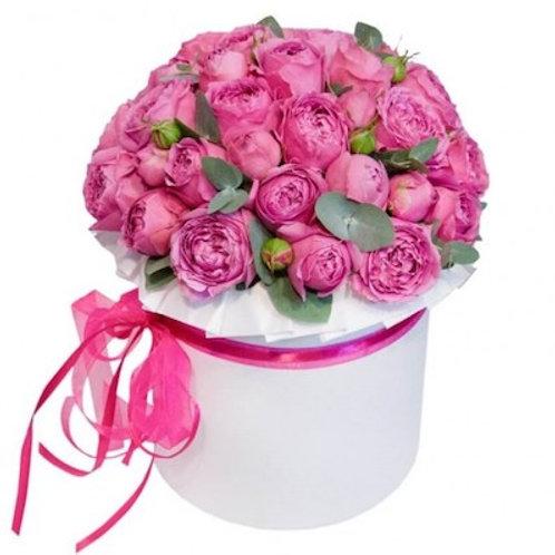 15 пионовидных кустовых роз в шляпной коробке