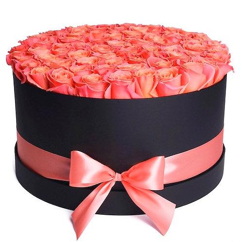 101 роза Мисс Пигги в шляпной коробке