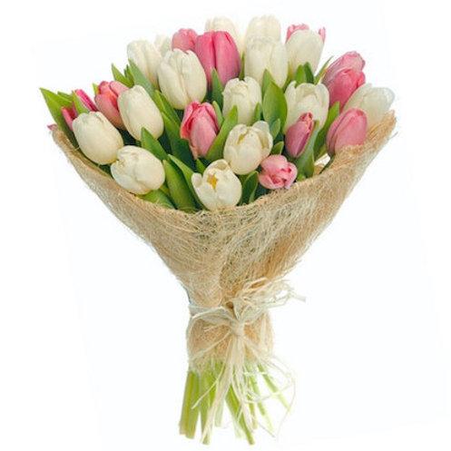Микс из 25 белых и розовых тюльпанов