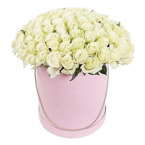 101 белая кенийская роза в шляпной коробке
