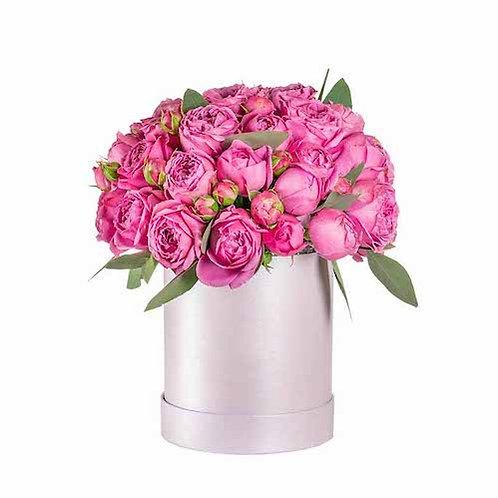 9 пионовидных кустовых роз в шляпной коробке