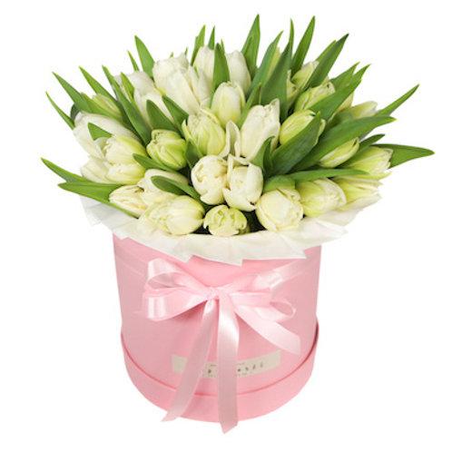 51 белый тюльпан в шляпной коробке