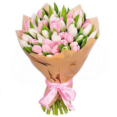 Микс из 51 белого и розового тюльпана