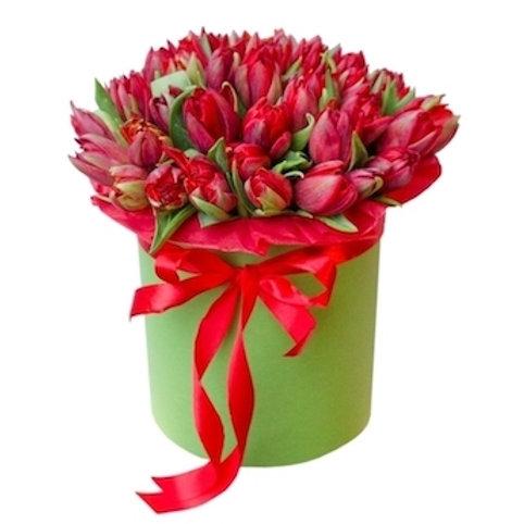 51 красный тюльпан в шляпной коробке