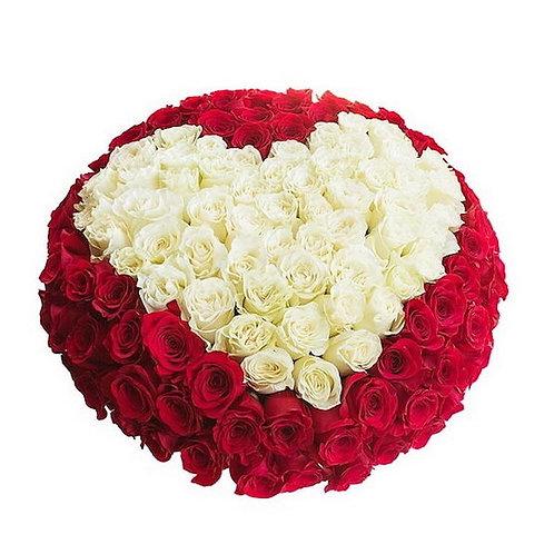 301 красно-белая роза в виде сердца в коробке