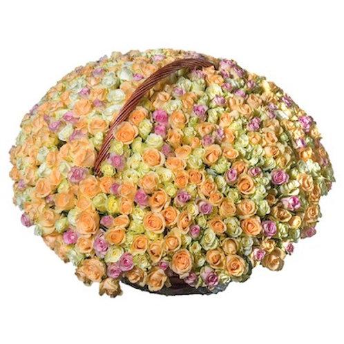 Чайно-розовый микс из 501 розы в корзине