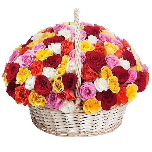 101 роза Микс в корзине