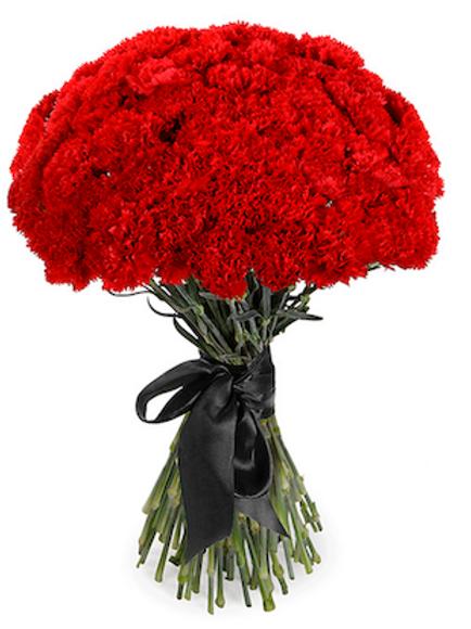 Букет из 50 красных гвоздик с черной лентой