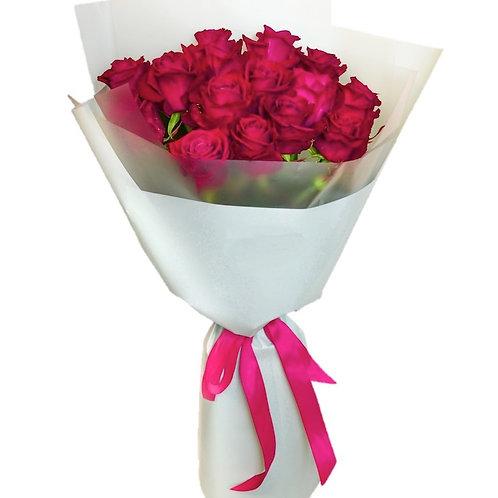 Букет из 19 малиновых роз Шангрила